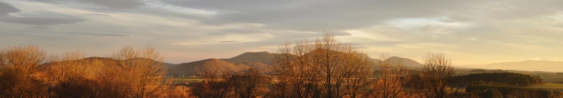 Vue depuis le Bois Basalte. Chaîne des puys.